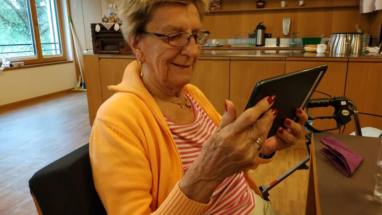 Corona: Häuser der Generationen mit neuen Tablets ausgestattet