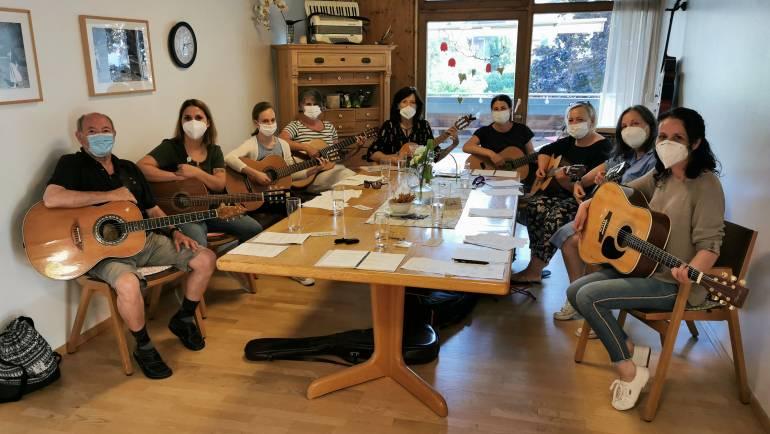 Gitarren-Begleitkurs für Mitarbeiterinnen und Mitarbeiter